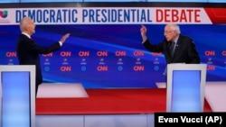 Предвыборные дебаты демократов Джо Байдена (слева) и Берни Сандерса, Вашингтон, 15 марта 2020 года.
