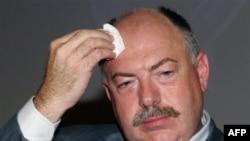 У Святослава Пискуна вчера выдался трудный день: сначала увольнение, а затем - водворение силами депутатов и спецназа обратно в покинутый кабинет