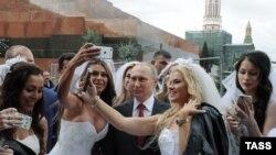 Владимир Путин на Красной площади Москвы. Сентябрь 2016 года