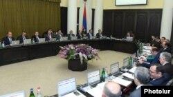 Armenia - Prime Minister Karen Karapetian holds a cabinet meeting in Yerevan, 2Feb2017