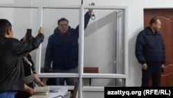 Журналист Жанболат Мамай, исполнявший обязанности главного редактора газеты «Саяси калам», в суде, где вынесено постановление о помещении его под арест. Алматы, 11 февраля 2017 года.