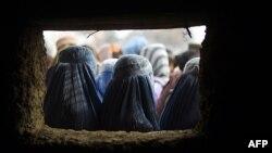 Owganystanlylar Dünýä azyk programmasynyň esasynda berilýän kömek üçin nobata durýarlar, Kabul, 2015
