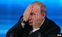 """Президенту России Владимиру Путину на пресс-конференции 19 декабря пришлось ответить на вопрос о """"деле """"Арктик Санрайз"""""""