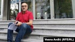 Zoran Živković nakon napuštanja dijaloga opozicije sa vlašću ispred Fakulteta političkih nauka u Beogradu
