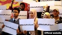 Tineri musulmani, denunțând gruparea Statul Islamic, la Londra