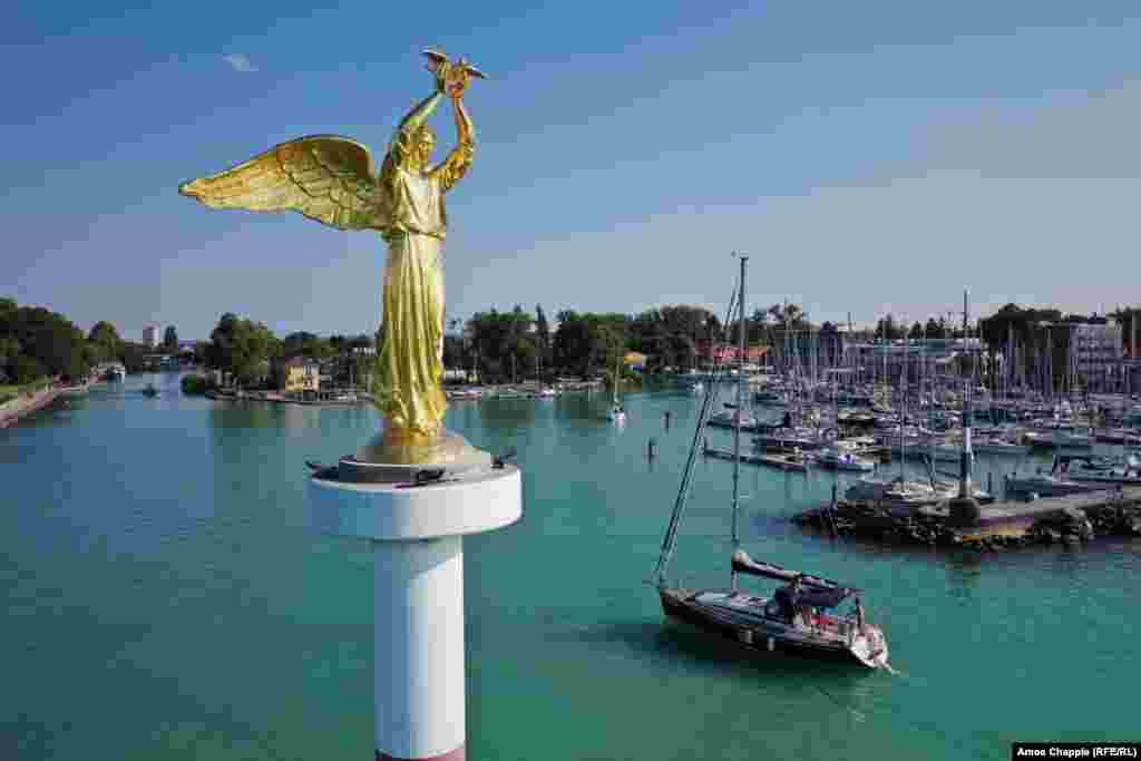 A golden statue called the Benevolent Angel of Peace, which holds a dove in her hand, greets boats returning to port from Lake Balaton. The statue by Russian sculptor Pyotr Stronsky was installed in 2012.