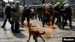 Архивска фотографија - полиција во Атина.