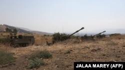 توپخانه و نیروهای زرهی اسرائیل در مرز لبنان؛ تنشها بین دو همسایه رو به فزونی گذاشته و گفته میشود وضعیت فعلی و رخدادهای اخیر «وخیمترین» شرایط میان اسرائیل و لبنان، پس از نبردهای سال ۲۰۰۶ است.