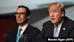 Дональд Трамп и министр финансов США Стивен Мнучин