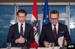 Австрийские руководители: канцлер, лидер консервативной Народной партии Себастиан Курц (слева) и вице-канцлер, лидер Партии свободы Хайнц-Кристиан Штрахе