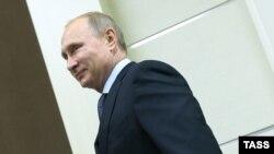 Президент России Владимир Путин на совещании по развитию Вооружённых сил в городе Сочи. 26 ноября 2014 года.