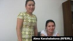 Жительница Кызылорды Айнур Калдыбек (справа). 24 июня 2014 года.