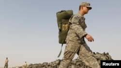 A U.S. soldier carried his bag as he prepared to leave Iraq in mid-August.