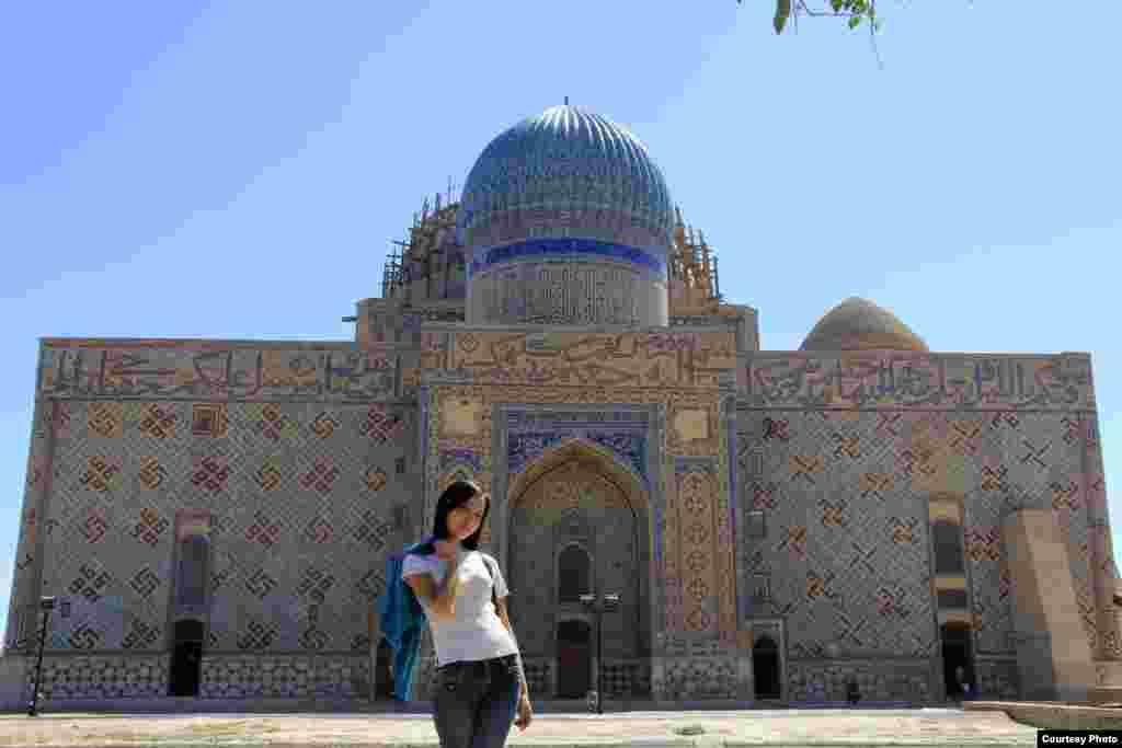 Аяулым Тастанбек. Түркістан қаласы, Йассауи кесенесі.
