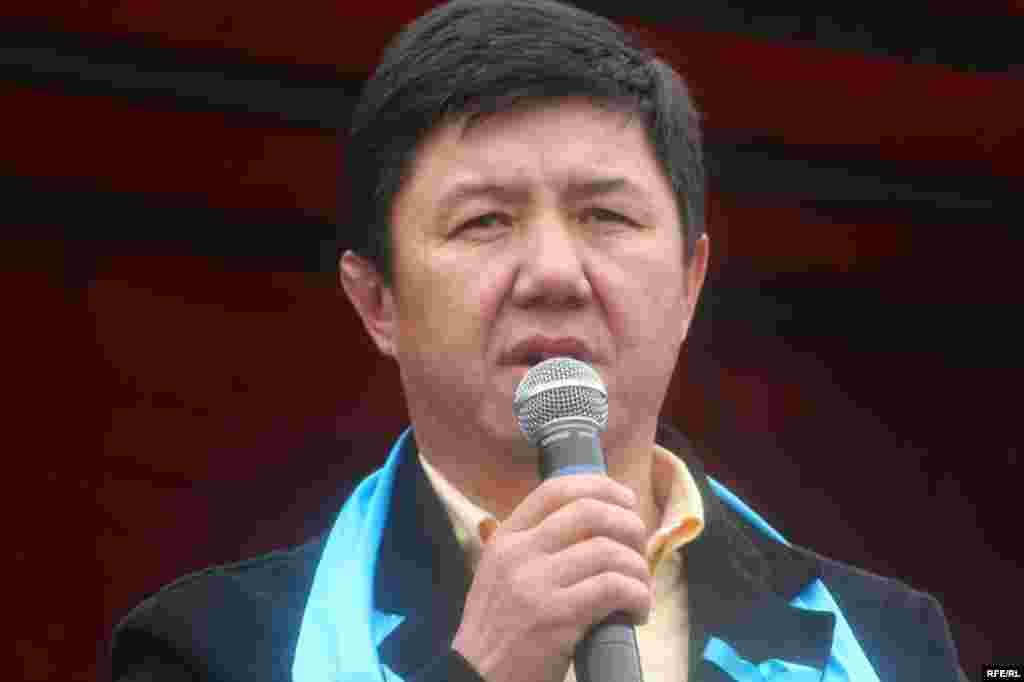 "Темир Сариев Сокулуктагы митингге катышып келди - Kyrgyzstan - Temir Sariev, the lider of party ""Ak shumkar"", in protest action of opposition forces, Bishkek,27marhc2009"