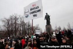 La un protest în Piața Bolotnaia după alegerile parlamentare din Rusia, 10 decembrie 2011