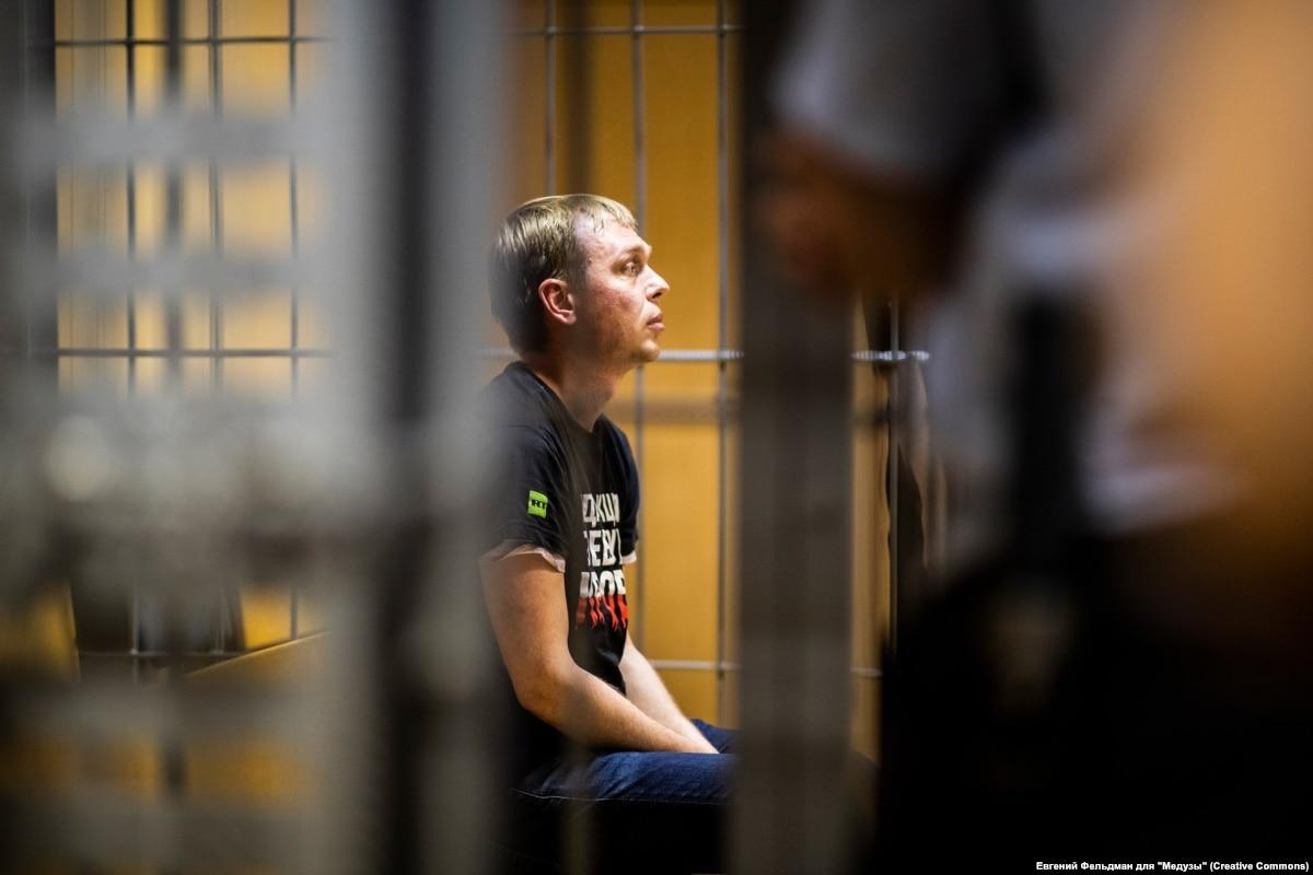 """Fake News? МВД приписало нарколабораторию задержанному журналисту """"Медузы"""""""