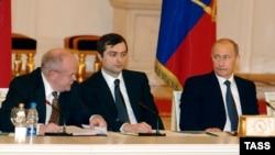 Отцы-основатели Общественной палаты в день ее первого пленарного заседания