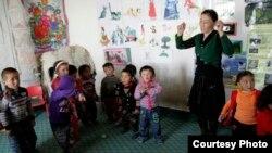 Моңғолиядағы «Балбөбек» балабақшасы. Сурет steppenomads.org сайтынан алынды.