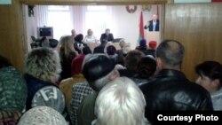 Сход супраць скасаваньня сельсавета ў Сьвіслачы 8 лістапада
