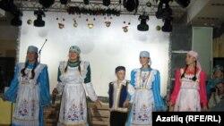 Татар ансамбле чыгышы