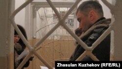 Посетители колонии строгого режима ожидают своей очереди. Атбасар, Акмолинская область, 10 января 2011 года.