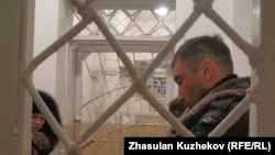 Атбасар түрмесіндегі тұтқындармен кездесуге келгендер. Ақмола облысы, 10 қаңтар 2011 жыл.