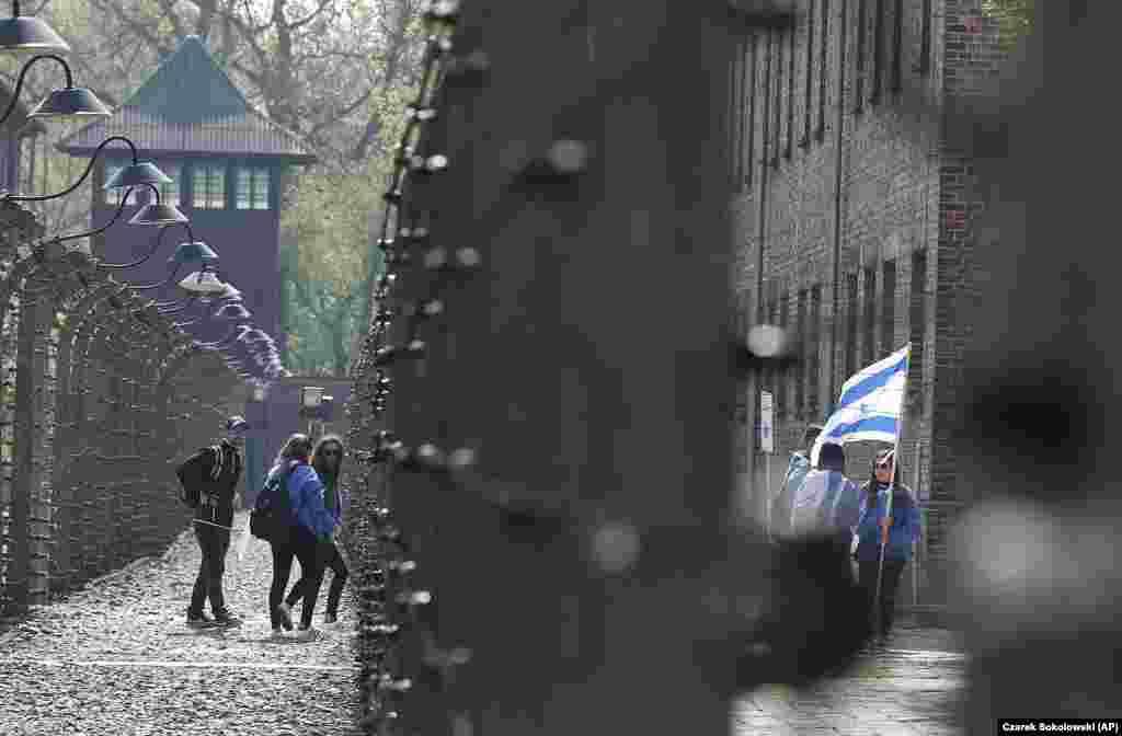 Участники памятных акций на территории бывшего концлагеря – Освенцима