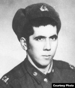 Bahriddin Hakimov harbiy xizmatdaligi paytida.