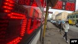 Санкция қаупі рубль бағамына да әсер етті. Мәскеу, 3 наурыз 2014 жыл. (Көрнекі сурет)