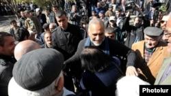 Раффи Ованнисян на встрече со сторонниками в Араратской области, 1 апреля 2013 г.