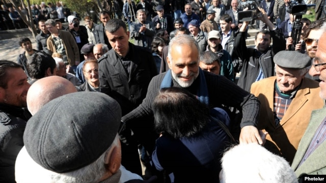 Armenia - Opposition leader Raffi Hovannisian meets supporters in Ararat region, 1Apr2013.