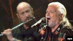 Іэн Андэрсэн і амэрыканскі сьпявак Scott McKenzie у Брэмэне, 27 лістапада 2004
