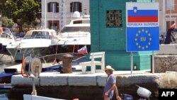 Piranski zaljev - razgraničenje na području ovog zaljeva i okolnog mora predmet je spora između Slovenije i Hrvatske
