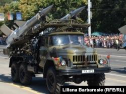 Sistemul de rachete C-125, la parada militară din Chișinău, 27 august 2011