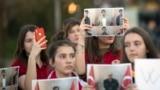 """Nga protesta e nxënësve të kolegjit """"Mehmet Akif"""", pas deportimit të shtetasve turq, Prishtinë."""