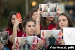 Students of Mehmet Akif College in Kosovo protest the arrest and deportation of their teachers in Pristina in March 2018.