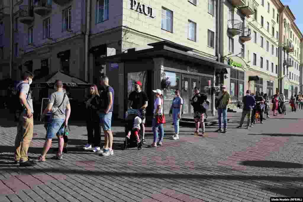 Ланцюг солідарності із затриманими в Білорусі. Мінськ, 19 червня 2020 року