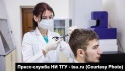 Ученые Томского государственного университета собирают образцы волос для исследования
