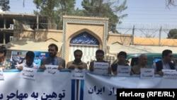 این اعتراض در واکنش به عملکرد نیروهای انتظامی ایران علیه مهاجرین افغان صورت گرفته است.
