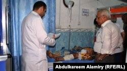 جريح يتلقى العلاج في مستشفى البصرة العام