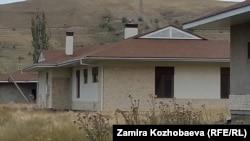 Дома на участке, якобы, Максима Бакиева.