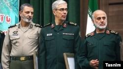 از راست به چپ: غلامعلی رشید، محمدحسین باقری و عبدالرحیم موسوی در مراسم معارفه خود.