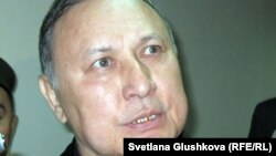 Серик Баймаганбетов, бывший председатель комитета таможенного контроля, в день начала суда над ним. Астана, 19 сентября 2012 года.