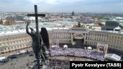 Дворцовая площадь. Фото Петра Ковалева (ТАСС)