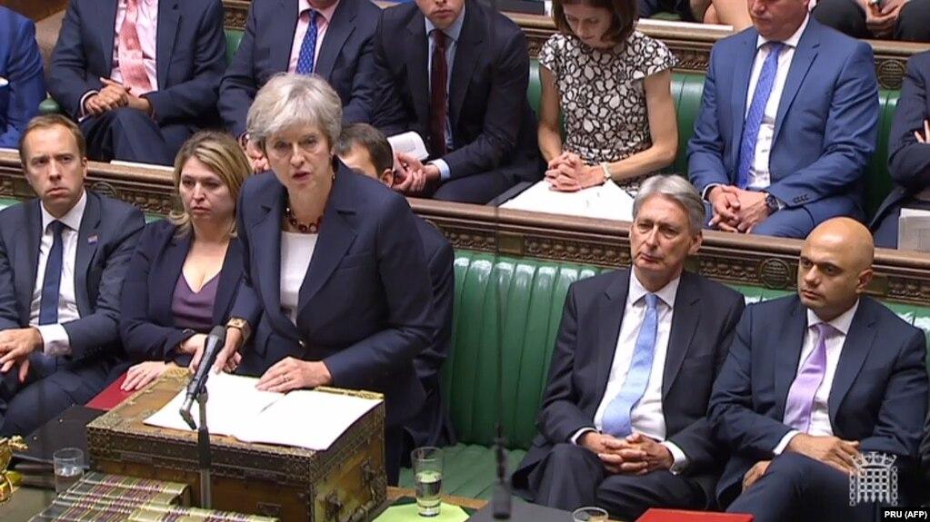 Премьер-министр Британии Тереза Мэй во время выступления в парламенте