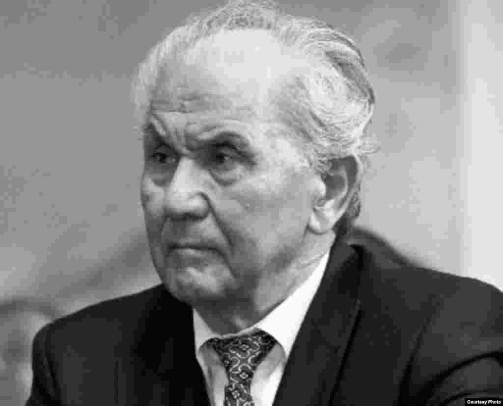 Апас Жумагулов был премьер-министром с 14 декабря 1993 года по 14 марта 1998 года.