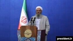 مولوی عبدالحمید در مراسم افطاری رئیسجمهوری ایران به انتقاد از وضعیت اهل سنت در ایران پرداخت.