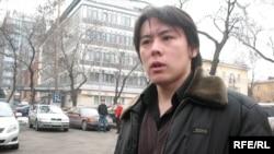 """Студенттік """"Рух пен Тіл"""" клубының жетекшісі Жанболат Мамай. Алматы, 3 ақпан, 2009 жыл."""