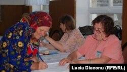 На избирательном участке в деревне Трусени, Молдавия, 5 июня 2011 г